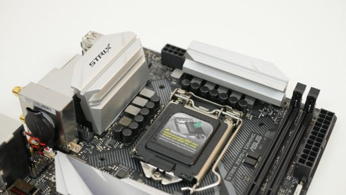 Asus ROG Strix Z370 I Gaming recensione 3 696x392 - Asus ROG Strix Z370-I Gaming - Recensione