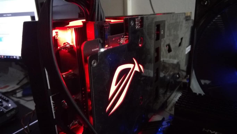 Asus ROG 1070 Ti Particolare LED Logo - Asus ROG Strix GTX 1070 Ti - Recensione