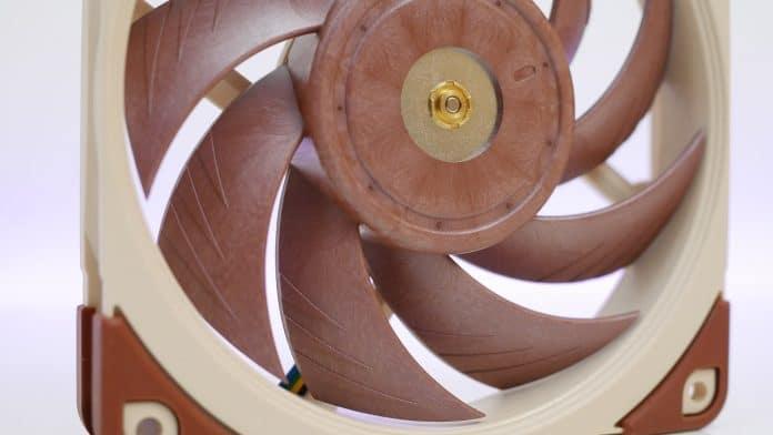 Noctua NF A12x25 recensione 5 696x392 - Noctua NF-A12x25 Recensione - La perfezione fatta a ventola