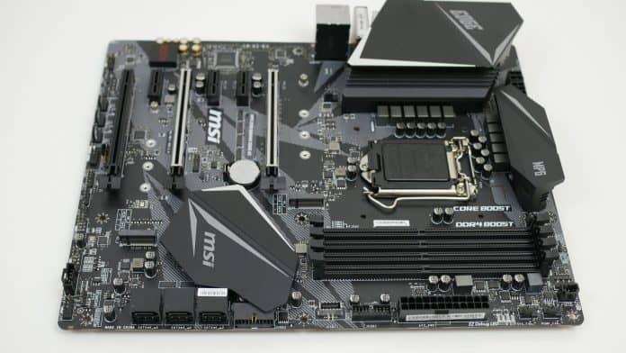 MSI MPG Z390 Gaming Pro Carbon Recensione 1 696x392 - MSI MPG Z390 Gaming EDGE AC - Recensione