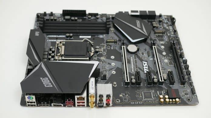 MSI MPG Z390 Gaming Pro Carbon Recensione 2 696x392 - MSI MPG Z390 Gaming EDGE AC - Recensione